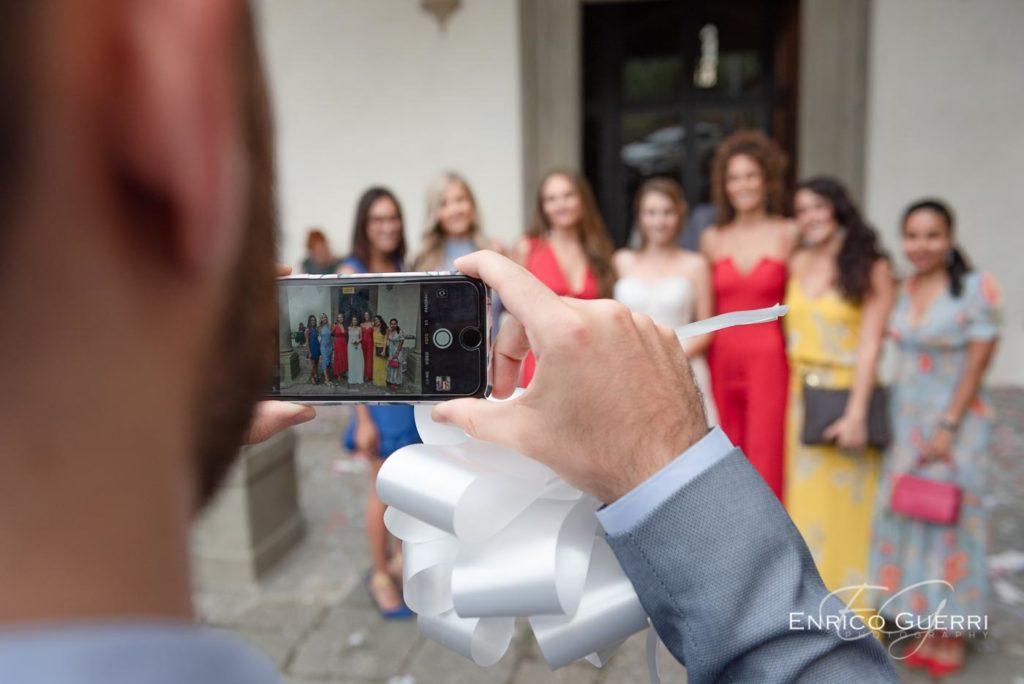 foto-sposa-con-smartphone