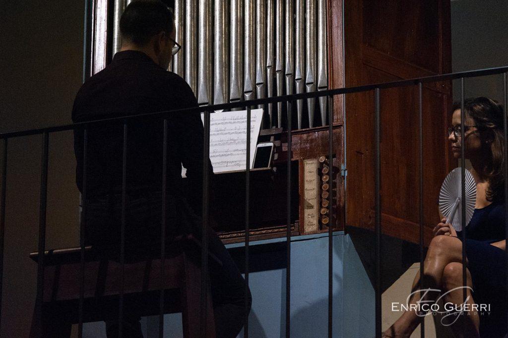 dettaglio organo e cantante